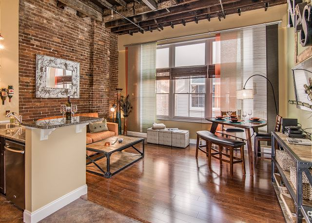 Good Times Loft that's close to the best downtown Nashville, TN, shopping