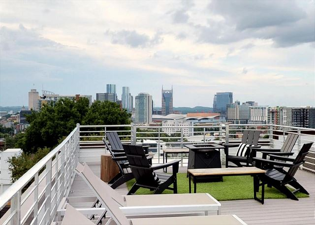 The rooftop deck at Skyline, a Playlist Properties vacation rental